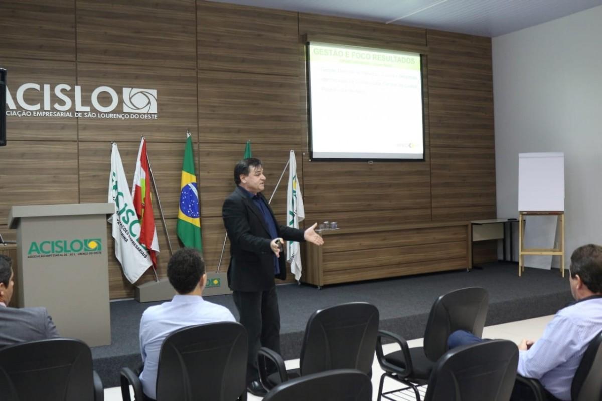 Gestão e econômica e financeira é tema de workshop ministrado por Merlo na ACISLO