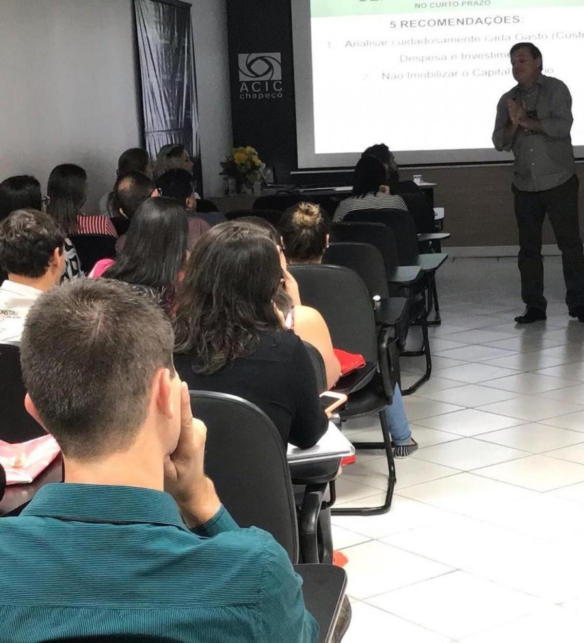 """Merlo ministra palestra """"gestão com foco nos resultados"""" no 3º simpósio da transformação da VisionSystem"""