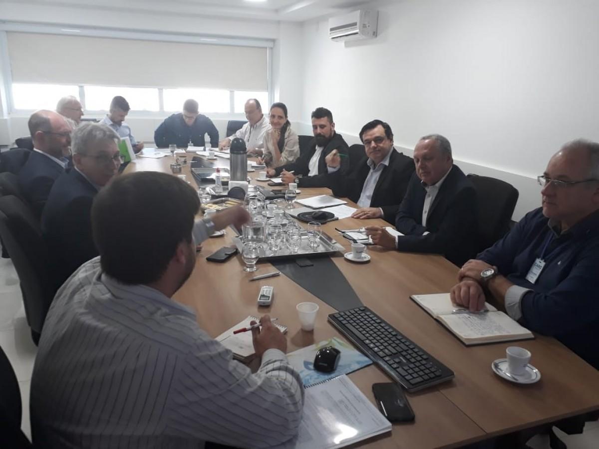 Merlo participa de reunião em que ARIS recebe a visita da CASAN