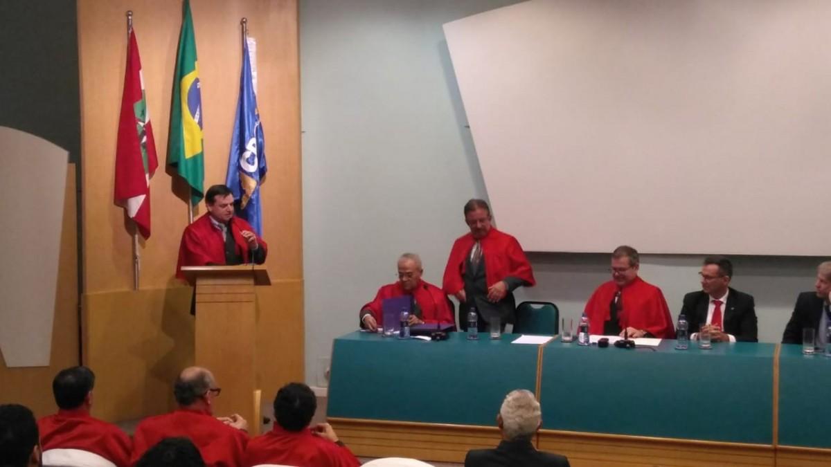 Merlo assume cátedra da Academia Catarinense de Ciências Contábeis