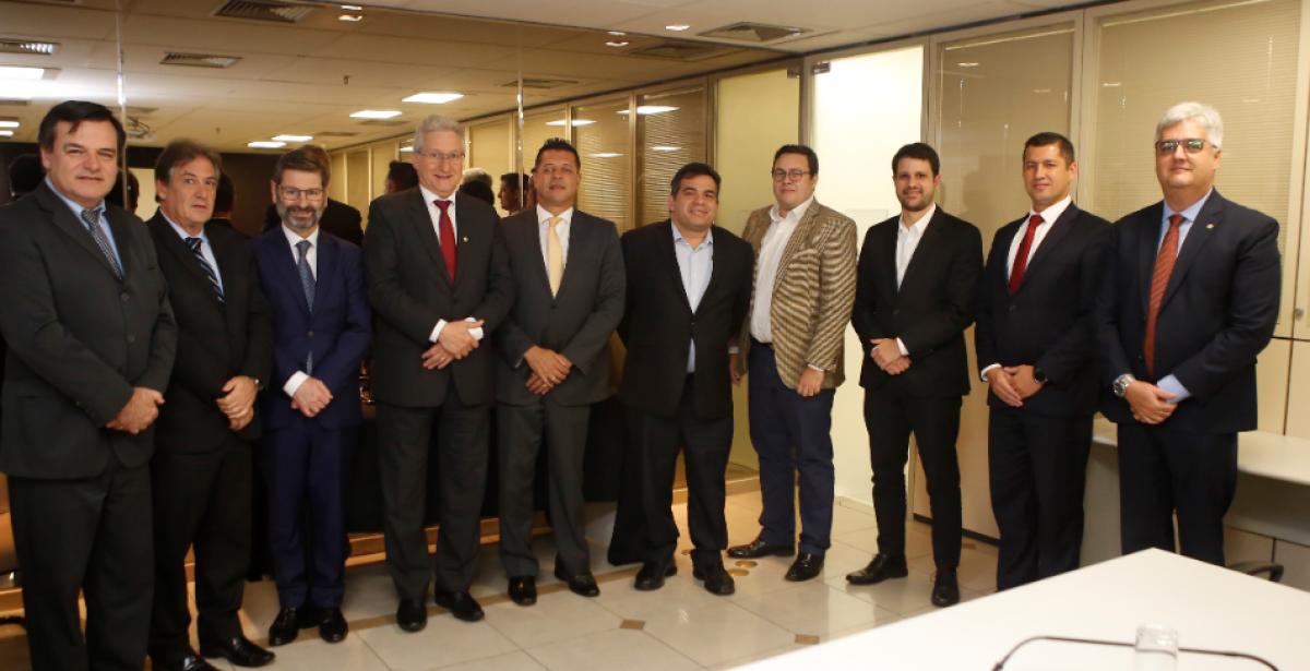 Merlo participa de reunião com Grupo Especial em Brasília